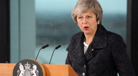 "MAY ZASTUPNICIMA ""Ostanite smireni oko Brexita"""