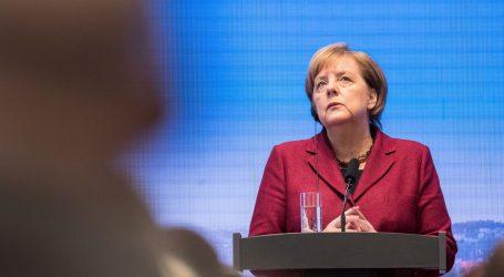 Merkel stala uz Junkera u sukobu s Victorom Orbanom