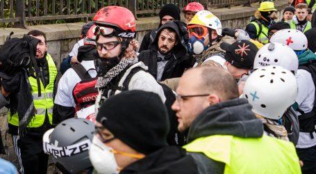 """13. prosvjed """"Žutih prsluka"""" opet obilježen nasiljem, okupio 50.000 ljudi"""