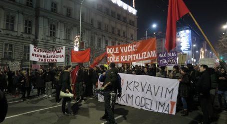 """Tisuće ljudi na prosvjedu u Beogradu skandiralo """"Vučiću odlazi"""""""
