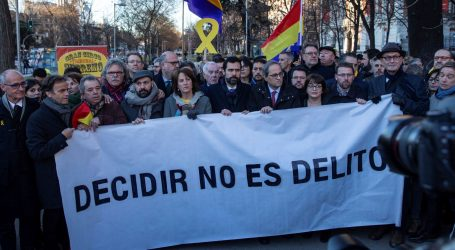 Prosvjednici u Barceloni blokiraju ceste zbog suđenja u Madridu