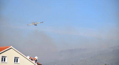 Veliki požar kod Tribunja pod nadzorom
