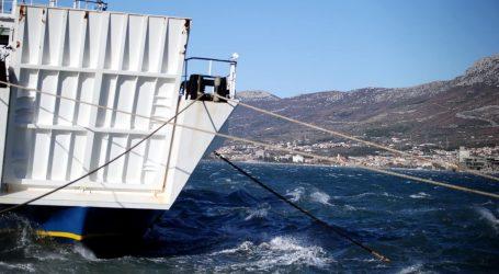 Orkanska bura stvara velike probleme u cestovnom i pomorskom prometu