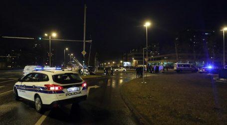 U sudaru osobnog automobila i policijskog vozila dvoje ozlijeđenih