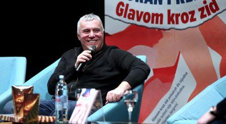 "Zoran Predin predstavio knjigu ""Glavom kroz zid"""