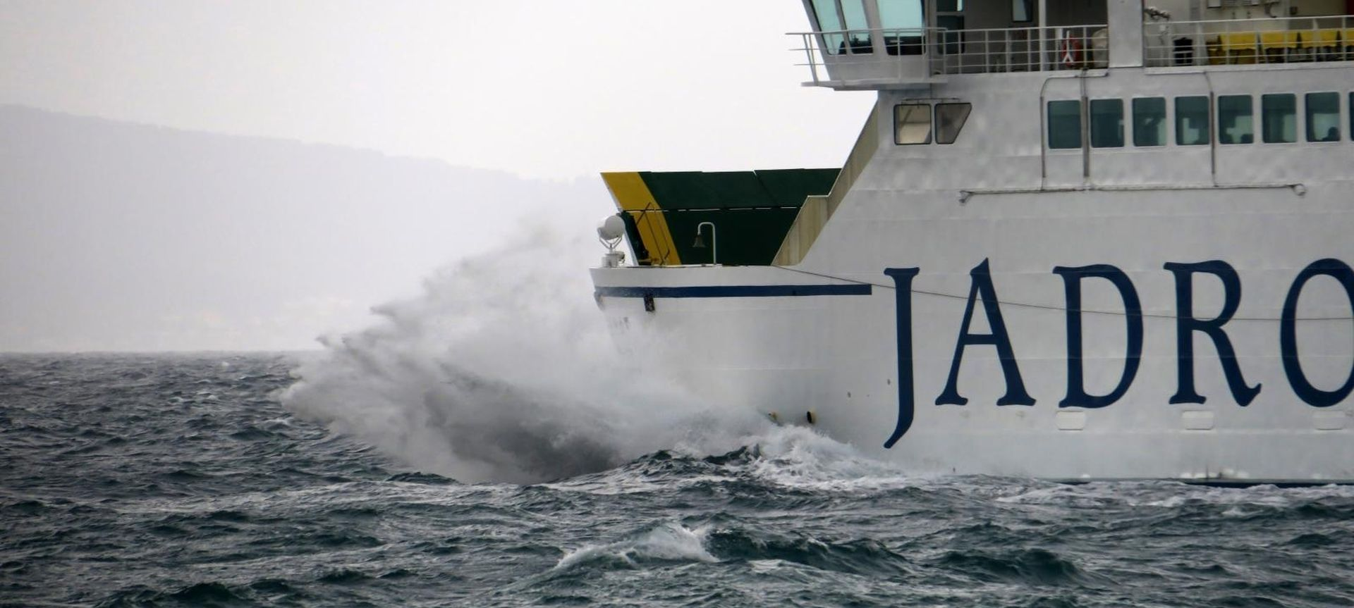 HAK upozorava na skliske kolnike, problemi u pomorskom prometu