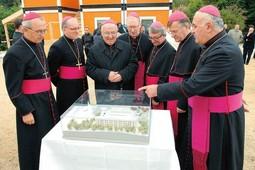 Obijesni biskupi grade palaču od oniksa