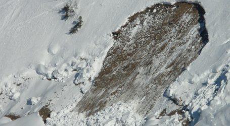 Jedan mrtav, dvoje ozlijeđenih u lavini u francuskim Alpama