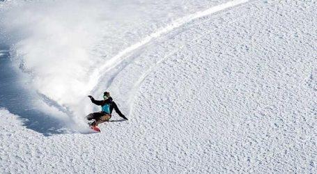 VIDEO: Grad zameten snijegom poslužio kao snowboard staza