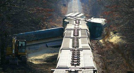 Vlak iskočio iz tračnica u Indiji, sedmero mrtvih