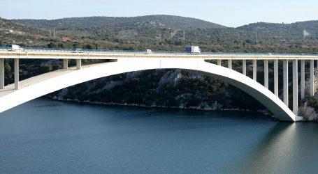 Preživio skok s šibenskog mosta