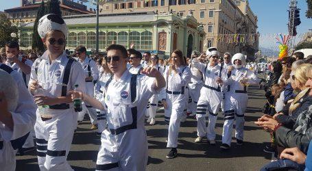 SPEKTAKULARNA ZAVRŠNICA  U riječkoj karnevalskoj povorci više od 10 tisuća maškara