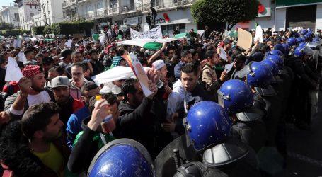 ALŽIR Desetak ozlijeđenih u sukobima prosvjednika i policije