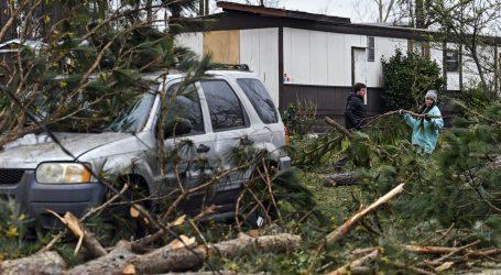 ALABAMA Sedmero članova jedne obitelji poginulo u razornom tornadu