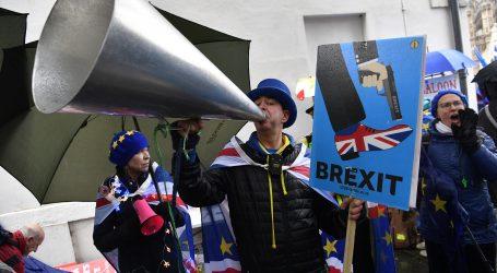Stotine tisuća Britanaca traži novi referendum o Brexitu