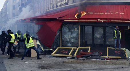 Macron osudio nasilje na prosvjedima 'žutih prsluka' u Parizu