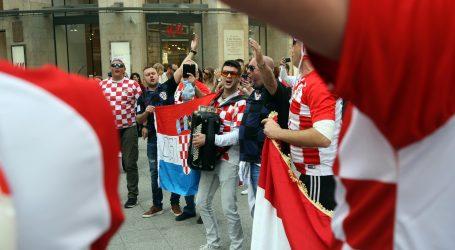 Hrvatski navijači u Budimpešti traže ulaznicu viška