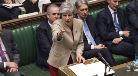 """May suočena s rizikom """"potpunog urušavanja"""" vlade zbog Brexita"""