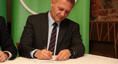 Beljak reagirao na Batarelovu bizarnu čestitku za Dan žena i poručio mu da se vrati u Australiju