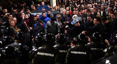 Prosvjednici sinoć upali u zgradu RTS-a, Vučić se danas obraća javnosti