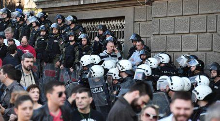 MUP i Stefanović osudili napad prosvjednika na policiju