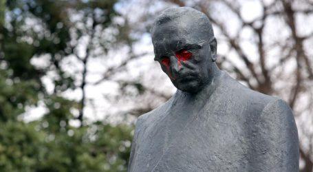 Splitska policija traži vandale koji su bojom oskvrnuli Tuđmanov spomenik