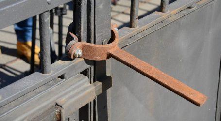 Štrajkaški odbor nadzire ulaz u brodogradilište Uljanik