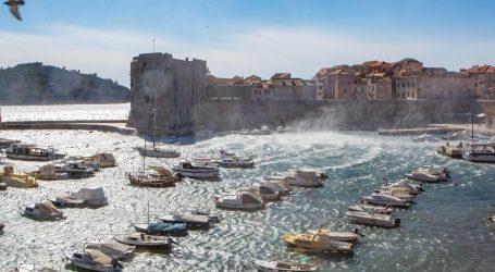 Sunčano i vjetrovito, orkanska bura u Dalmaciji