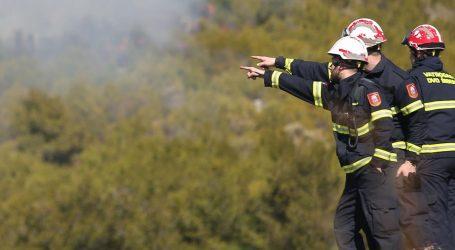 Na maškarama se zapalio Yugo, izgorjelo sedam kamp-prikolica
