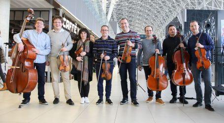 IZNENAĐENJE Zagrebački solisti zasvirali na zagrebačkom aerodromu
