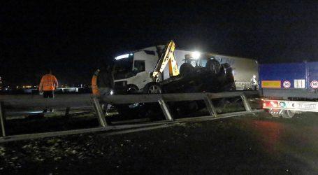 "JEDAN NA KROVU Sudar 5 automobila kod ""Tuđmana"""