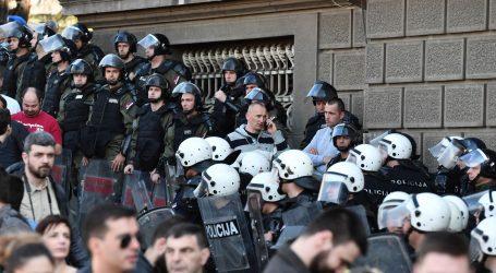 Vučić napustio Predsjedništvo, prosvjed pred policijom