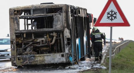 Vozač zapalio autobus dok je u njemu bio 51 učenik