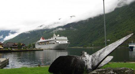 Norveški brod Viking Sky vratio se u luku nakon havarije