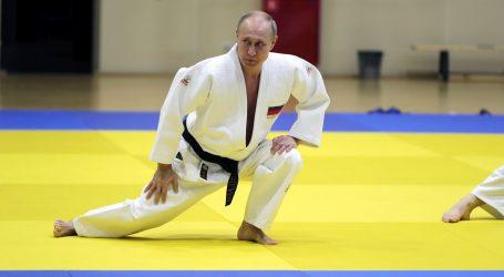 Putin jaše konja s policajkom uoči Dana žena