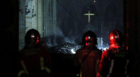 DUGA NOĆ U PARIZU Požar u Notre Dameu stavljen pod kontrolu