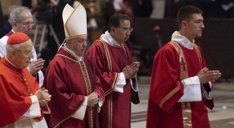 Vatikan u službi na Veliki petak upozorio na nejednakost u svijetu