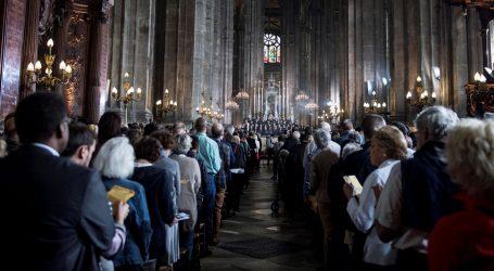 Parižani na uskrsnoj misi mole za brzu obnovu Notre-Damea