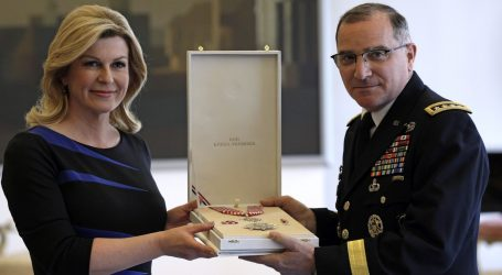 Grabar-Kitarović odlikovala glavnog američkog generala u Europi