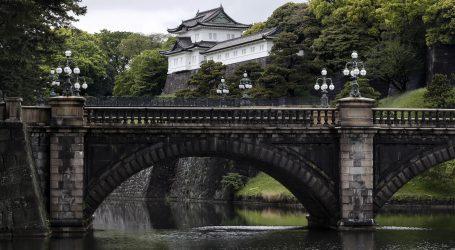 Car Akihito u molitvi uoči prve carske abdikacije u dva stoljeća