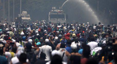 GUAIDO 'Vojna pobuna protiv Madura znači da nema nazad'