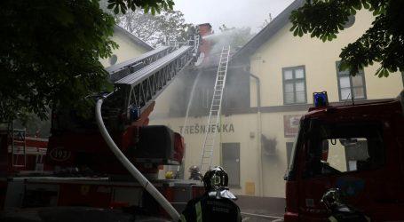 Gori pivnica na Trešnjevci, vatrogasci na terenu