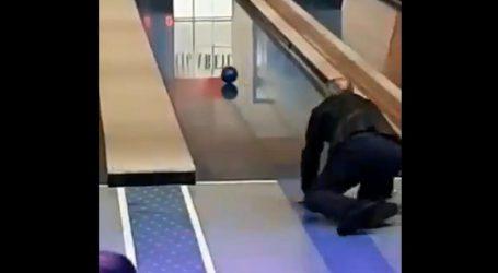 VIDEO: Bandić pokušao kuglati, završio na podu