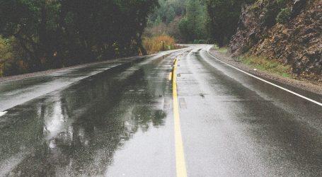 Kolnici mokri i skliski, vjetar otežava promet