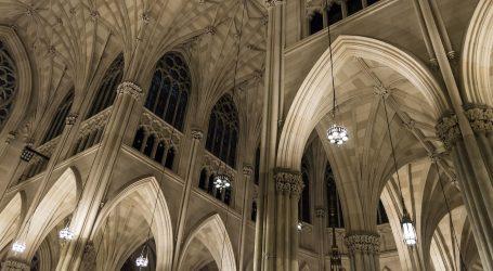 Muškarac s punim kanisterima ušao u njujoršku katedralu