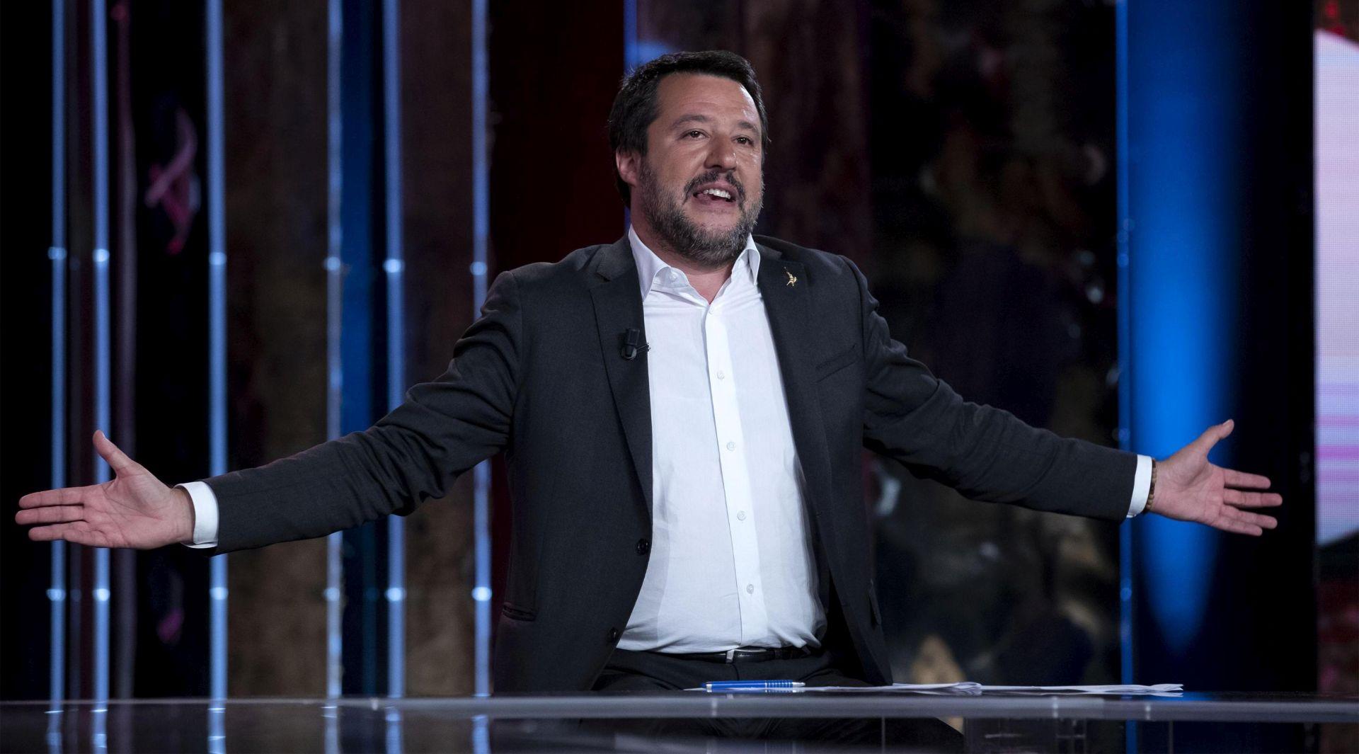 Migranti iskrcani na Lampedusu, Salvini ljutit
