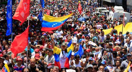 """""""DANAS NASTAVLJAMO"""" Pristaše Madura i Guaidoa na ulicama Venezuele"""
