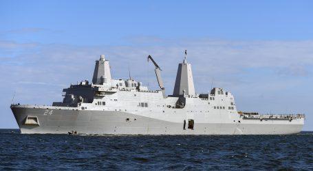 """Iran tvrdi da ima """"tajno oružje"""" kojim može potapati američke brodove"""