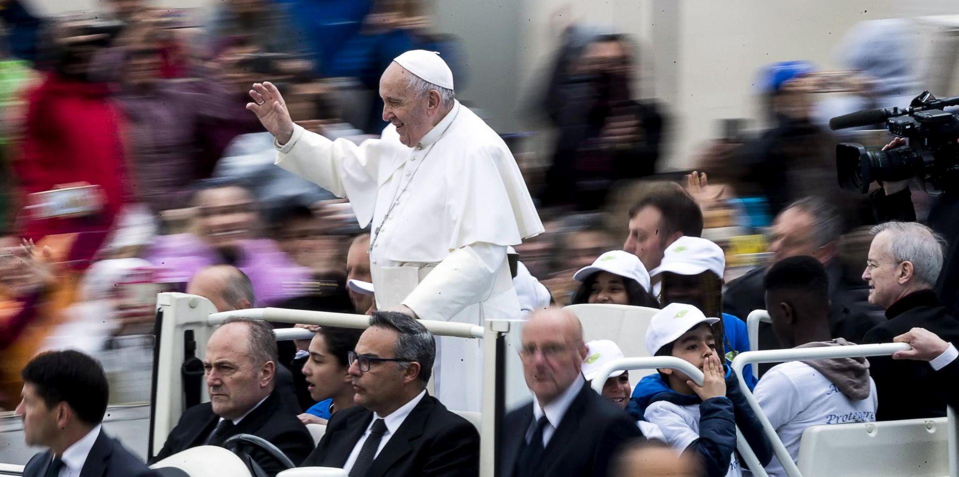 Papa Franjo žali zbog kulture zatvaranja u sebe, molio za mir u Sudanu