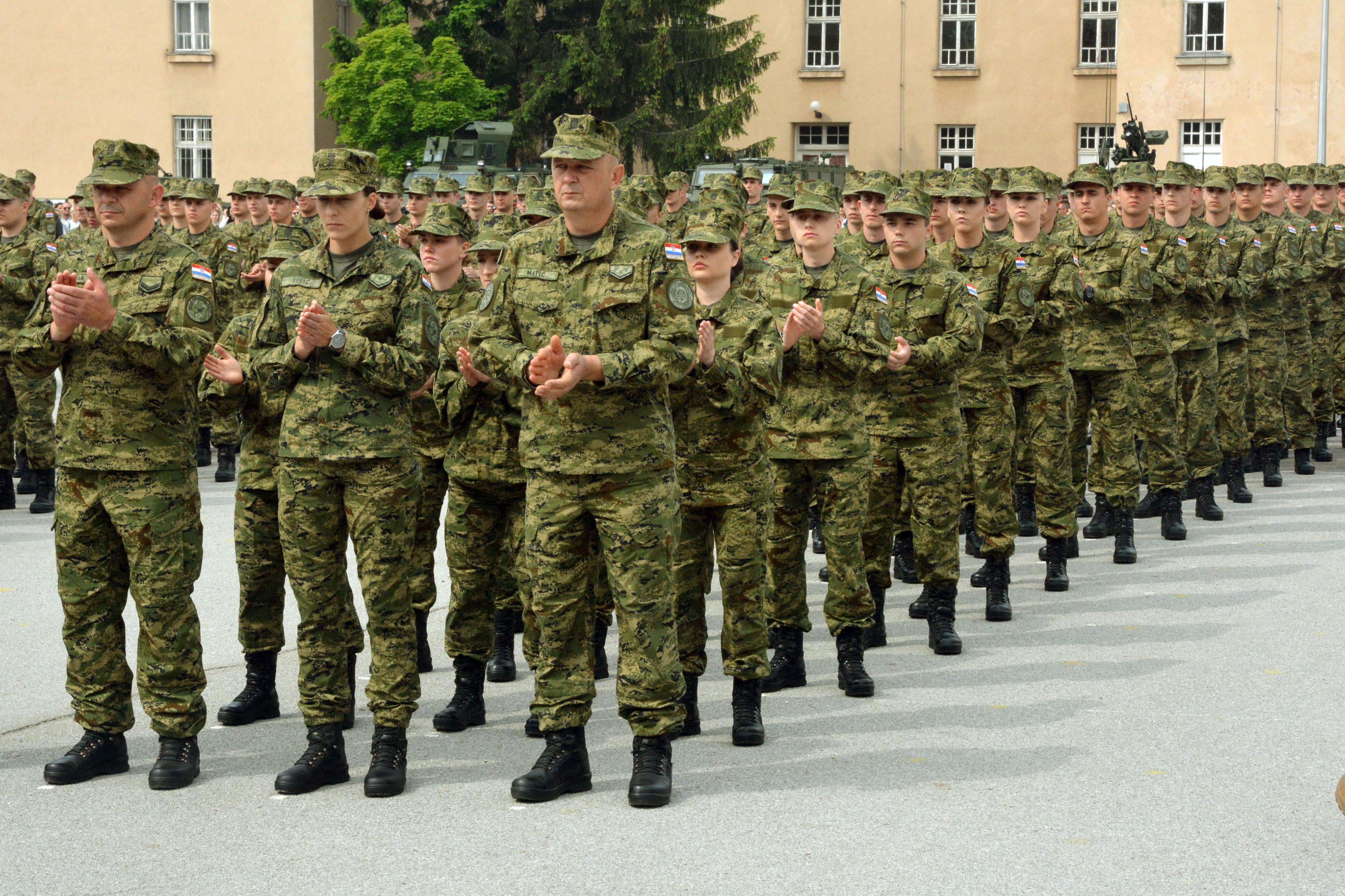 Što očekivati prilikom izlaska s muškarcem u vojsci